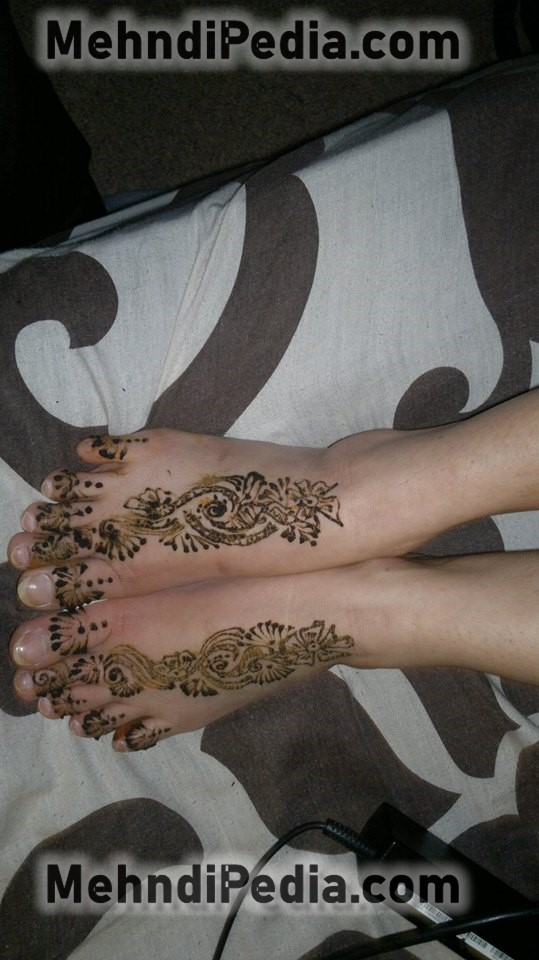 foot and finger front side mehndi designs