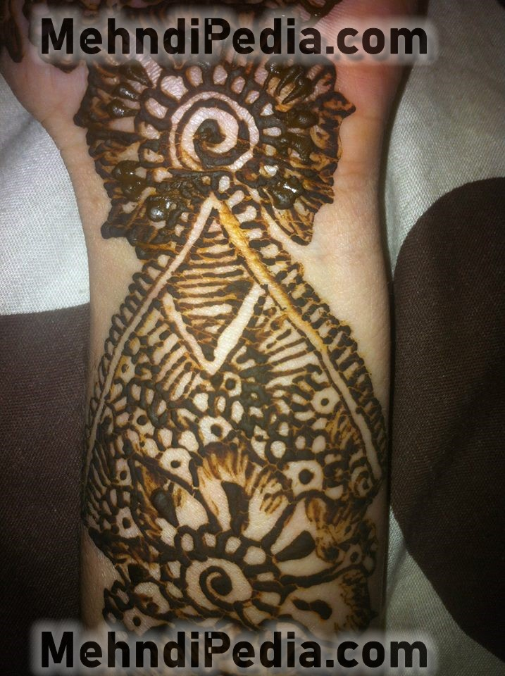 wrist mehendi designs free